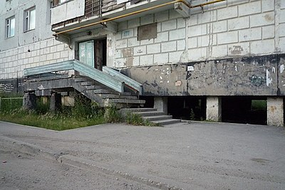 Yakutsk flat 14-7 building on permafrost.jpg
